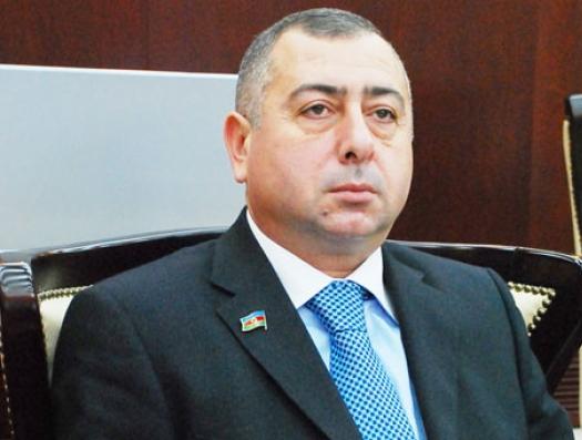 Азербайджанский депутат заложил старухе-процентщице свое удостоверение