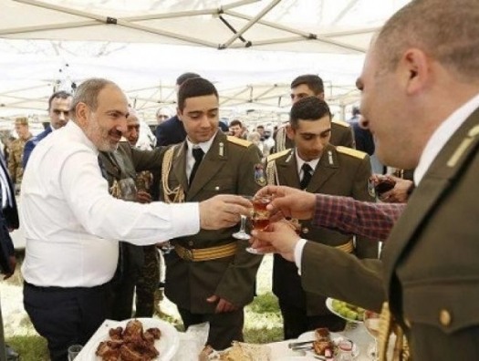 Российские СМИ: «Пашинян готов сдать 5 районов Азербайджану за 5 млрд долларов»
