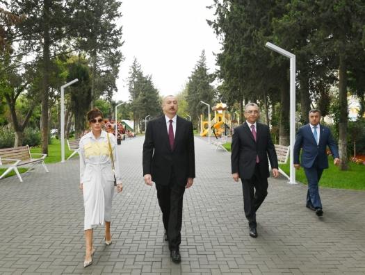 Алиевы на открытии парка на проспекте Ататюрка