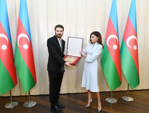 Мехрибан Алиева встретилась с Сами Юсуфом