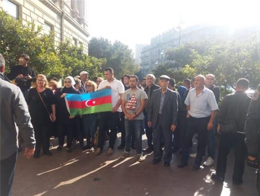 """Коричневые пошли на власть с лозунгами: """"Карабах и Аптамил!"""""""
