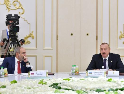 Алиев и Пашинян два часа обсуждали Карабах. Детали не раскрываются
