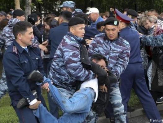 Кто стоит за митингами в Казахстане?