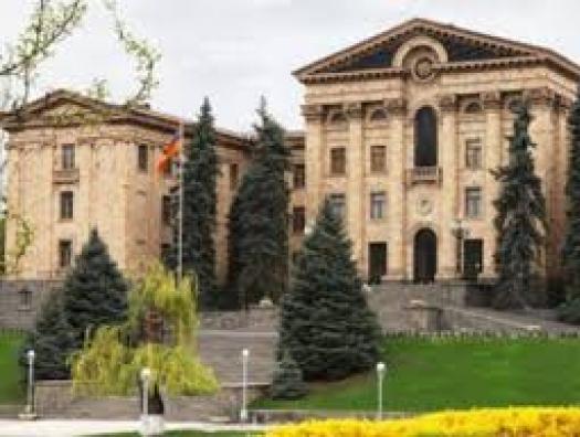 Горит парламент Армении