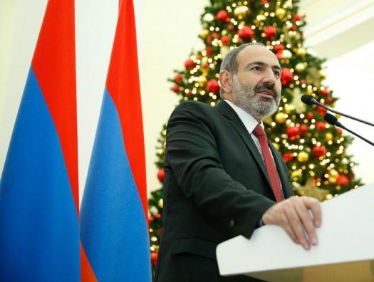 Пашинян велел чиновникам и депутатам праздновать Новый год в Армении