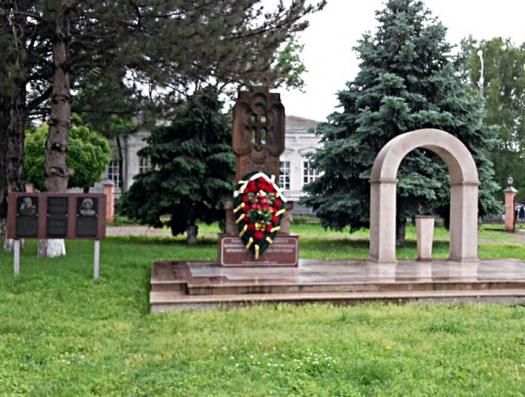В России закрасили мемориальную доску Гарегину Нжде