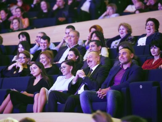 Ильхам и Мехрибан Алиевы на творческом вечере Максима Галкина в Баку