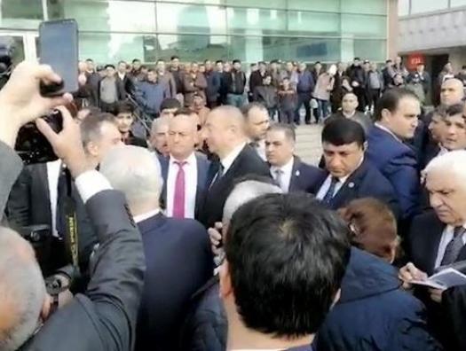 Ильхам Алиев подъехал к станции метро «28 Мая»