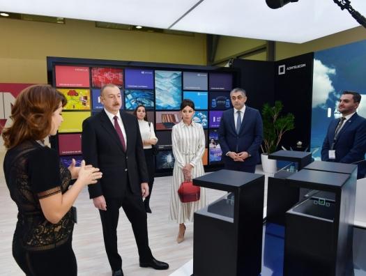 Ильхам и Мехрибан Алиевы на выставке Bakutel-2019