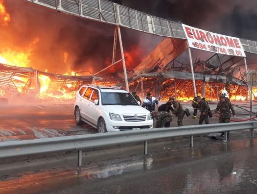 Пожар на рынке стройматериалов в Баку потушен