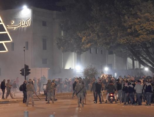 В Бейруте пахнет газом. Слезоточивым