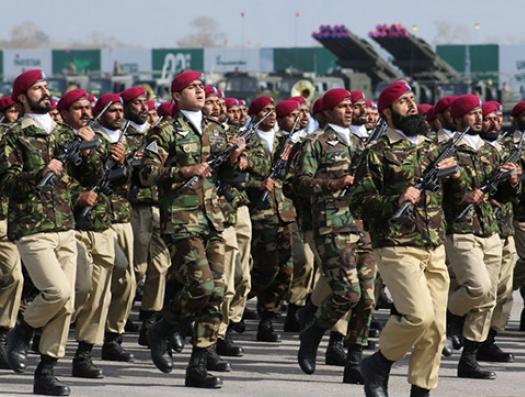Армия помахала пальцем «пиджачкам»