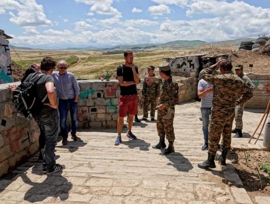 Азербайджан возбуждает уголовные дела против швейцарских журналистов