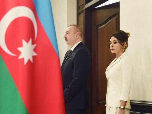 Ильхам Алиев и Мехрибан Алиева проголосовали на муниципальных выборах