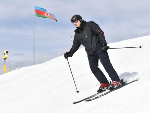 Ильхам Алиев и Мехрибан Алиева в туристическом центре «Шахдаг»