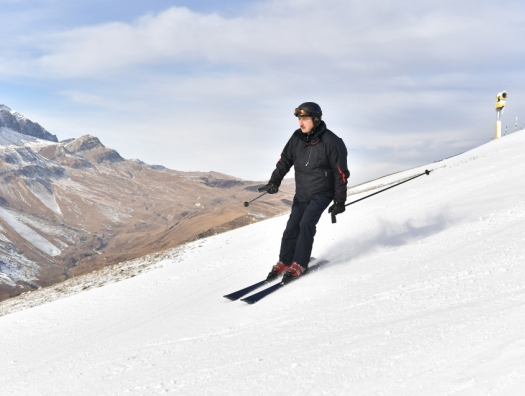 Ильхам Алиев прокатился на лыжах