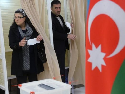 Сотни оппозиционеров пошли на выборы в парламент Азербайджана