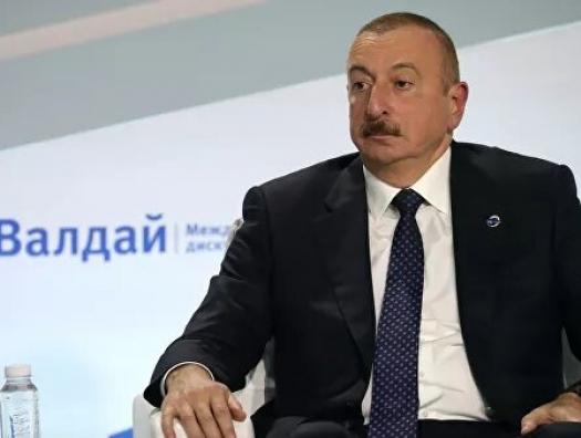 Ильхам Алиев не комментирует смену правительства в России