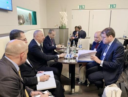 Ильхам Алиев продолжает переговоры в Давосе