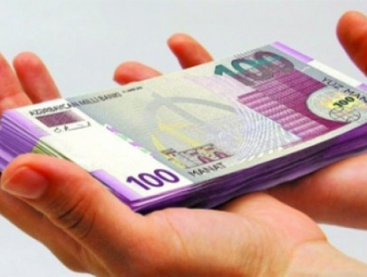 «Я заплатила три тысячи, чтобы получать зарплату 250 манатов»