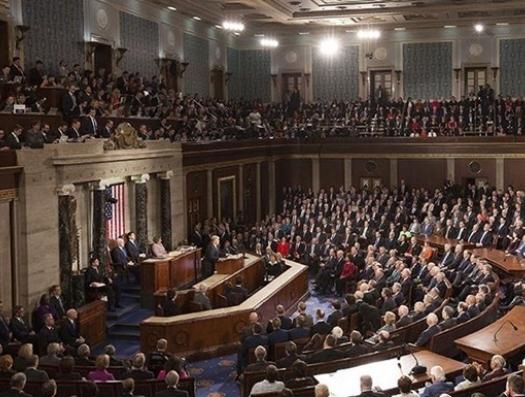 Американский сенат успокаивает мир, но не свою страну
