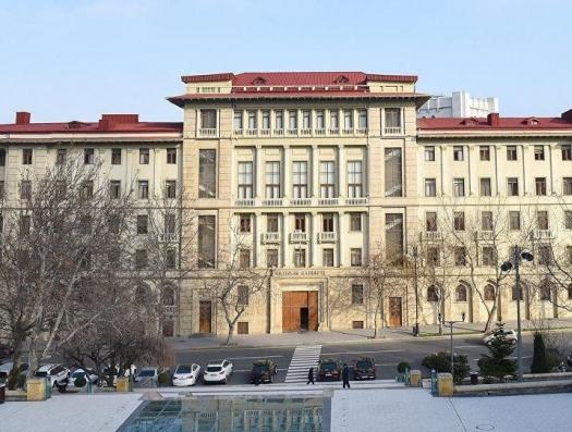 Решением Кабмина: в Азербайджане закрываются рестораны, парки, магазины и метро