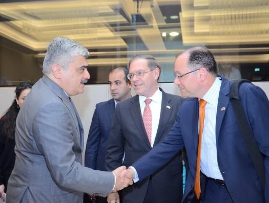 Самир Шарифов успокоил – спад цен на нефть не изменит жизнь Азербайджана