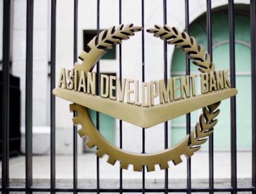 АБР снизил рост экономики Азербайджана до минимума, но не все так плохо
