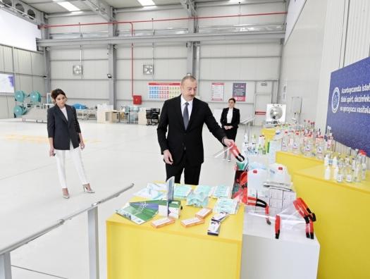 Алиевы на открытии фабрики по производству медицинских масок