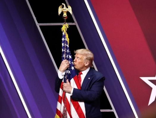"""Америка выходит из карантина, а эксперты в унисон: """"Трамп играет с огнем!"""""""