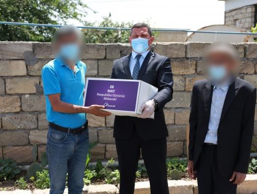 Семьи шехидов получили подарки от Azercell