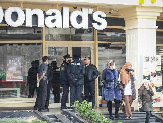 В Азербайджане открываются моллы и продлевается работа ресторанов