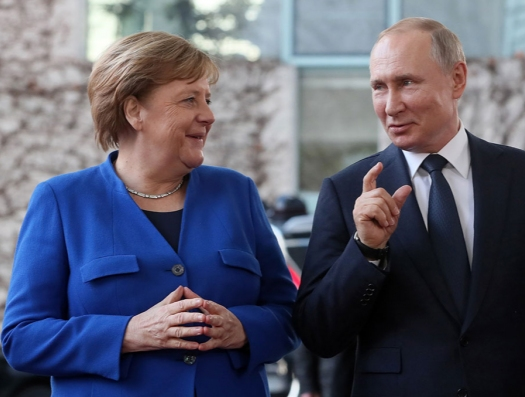 А Польша хочет сорвать наступление России и Германии на США