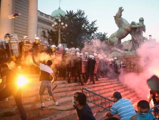 Кто управлял беспорядками в Сербии?