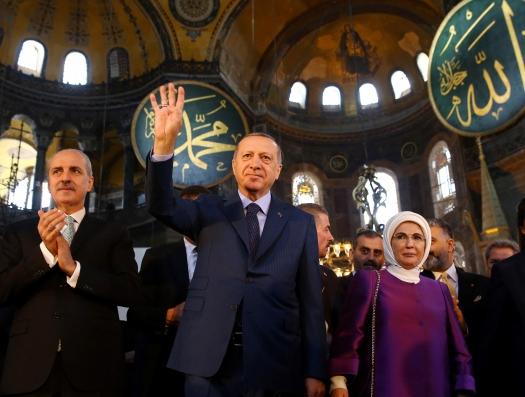 Кто же возвращает мир в Средневековье: Эрдоган или лидеры западного мира?