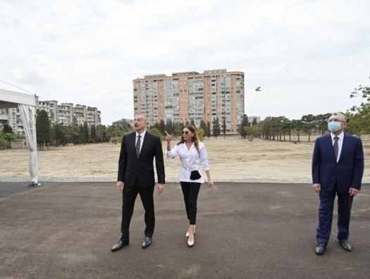 Алиевы на месте нового парка в Баку