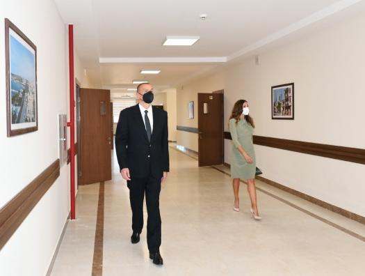 Алиевы на открытии школы в Баку