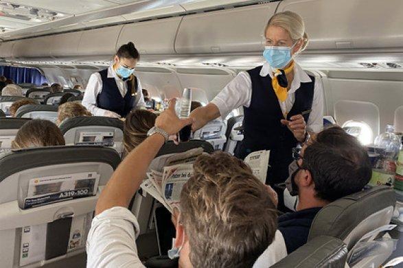 Пассажиры массово заразились COVID-19 в самолете