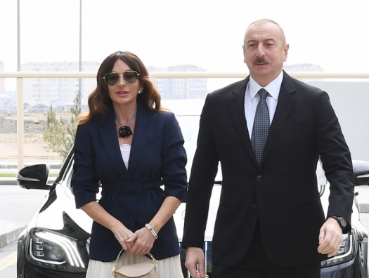 Алиевы на открытии учебного корпуса UNEC в Баку