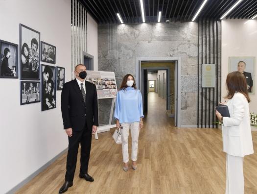 Ильхам и Мехрибан Алиевы на открытии детской школы искусств в Баку