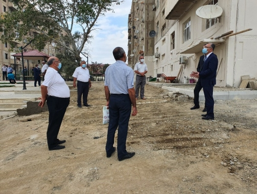 Эльдар Азизов о двух напастях: незаконное строительство и мусор