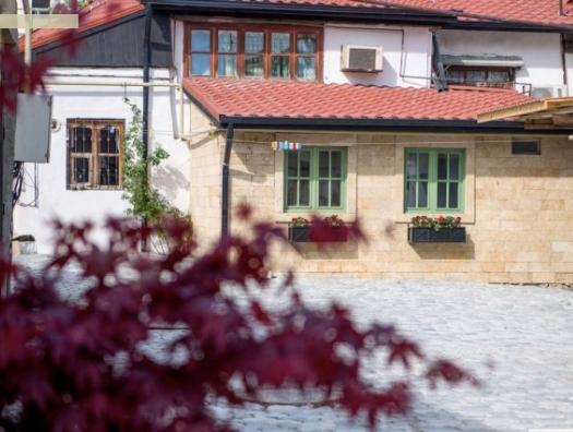 Волшебство в Баку: заброшенный мазутный поселок превратился в чудесный край