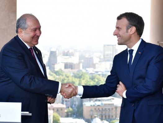 Армен Саркисян поехал в Париж, чтобы понять, что все хорошо