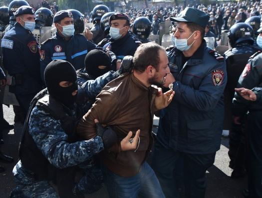 Запад заявляет: Пашиняну можно душить демократию!