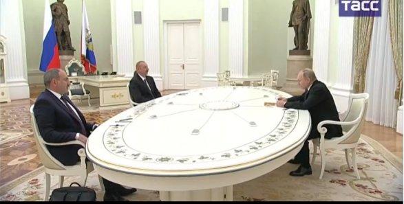Bu dəqiqələrdə İlham Əliyev, Putin və Paşinyan arasında görüş başladı