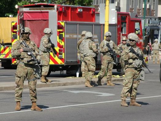 Считанные дни до инаугурации Байдена: США готовятся к вооруженным протестам
