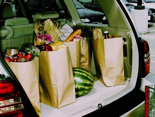 Судя по статистике: азербайджанцы тратят больше на продукты и иномарки