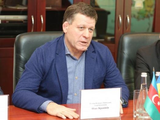 Знаменитый Олег Крапивин поддержал раненых и семьи шехидов Отечественной войны
