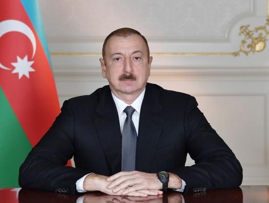 Ильхам Алиев наградил выдающегося Эльдара Кулиева