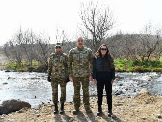 Ильхам и Мехрибан Алиевы на освобожденных территориях